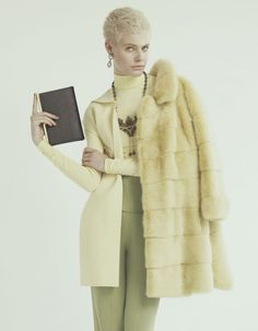 Financial Times How To Spend It has released their latest editorial, shot by Andrew Yee Edgy Short Hair, Short Hair Styles, Mundo Fashion, Burberry Prorsum, Only Fashion, High Fashion, Love Fashion, Womens Fashion, Winter Fashion