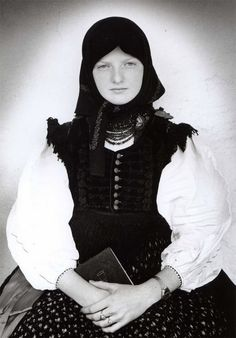 Bálint Zsigmond, Széki Madonna, 1984. Folk Costume, Costume Dress, Costumes, Hungarian Embroidery, Folk Dance, Folk Music, Fashion Outfits, Womens Fashion, Traditional Dresses