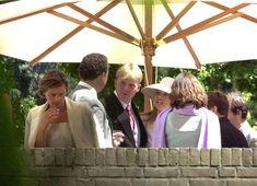 Maxima is als onbekende vriendin van Willem-Alexander te gast op een society huwelijk, jaar 2000