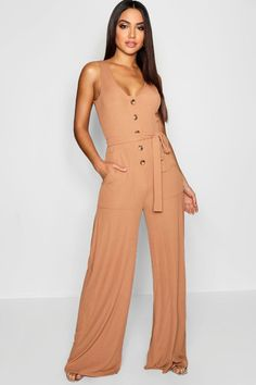 Jumpsuits look fab for a night out! Make a statement & shop boohoo's range of sexy jumpsuits for women in colors, incl pink, red, black, white & floral Rompers Women, Jumpsuits For Women, Tailored Jumpsuit, Join Fashion, Women's Fashion, Designer Jumpsuits, How To Roll Sleeves, Belt Tying, Classy Outfits