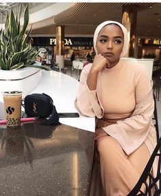 WEBSTA @ shahdbatal - Caption it (I ordered this bubble tea knowing I had three more hours left til iftar what an idiot) Modern Hijab Fashion, Muslim Women Fashion, Arab Fashion, Hijab Fashion Inspiration, Modest Fashion, Fashion Outfits, Modest Wear, Modest Outfits, Cute Outfits