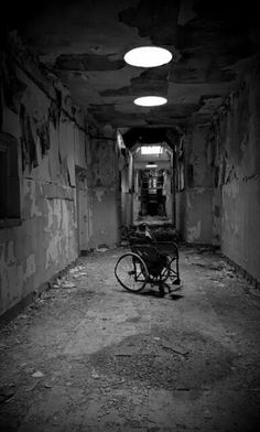 Photography dark creepy ghosts 45 ideas for 2019 Creepy Images, Creepy Pictures, Dark Pictures, Creepy Ghost, Scary Art, Horror Photography, Dark Photography, Macabre Photography, Old Hospital