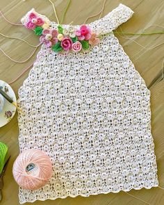 lnspiracao croche on March 29 2020 Crochet T Shirts, Crochet Blouse, Crochet Clothes, Crochet Top, Diy Crafts Crochet, Diy And Crafts Sewing, Crochet Stitches For Beginners, Crochet Stitches Patterns, Crochet Tunic Pattern