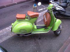 would love this if I lived closer to work Piaggio Vespa, Vespa Lambretta, Vespa Scooters, Italian Scooter, Vintage Vespa, Sidecar, Chopper, Volkswagen, Birds