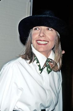 The Allure of the White Shirt - DuJour : Diane Keaton, one of our favorite style icons, in her perfect Annie Hall, Diane Keaton, Love Fashion, Fashion Outfits, Womens Fashion, The Allure, Advanced Style, Facon, Old Women