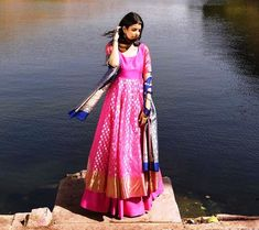Magenta-pink boota kurta with a skirt paired with an Indigo blue dupatta! Pakistani Dresses, Indian Dresses, Indian Outfits, Gold Lehenga Bridal, Silk Anarkali Suits, Banarasi Lehenga, Lehenga Saree Design, Lehenga Designs, Frock For Women