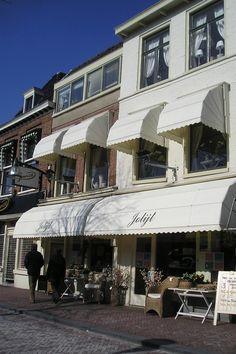 Welkom in de webwinkel van Jolijt.De woonwinkel waarbij sfeer voorop staat, van zowel accessoires tot kompleet interieur. Kijk voor meer informatie op www.jolijt.comHet assortiment:Het assortiment van Jolijt bestaat voor een groot deel uit artikelen van het merk Riviera Maison.