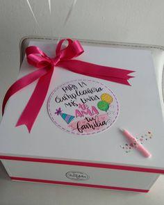 No hay descripción de la foto disponible. Creative Crafts, Diy And Crafts, Birthday Gifts, Happy Birthday, Birthday Traditions, Tumblr Love, Boyfriend Anniversary Gifts, Gift Packaging, Mini Albums