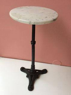 marmoripöytä . halkaisija 30cm . korkeus 62cm . #kooPernu