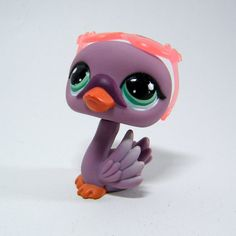 Littlest Pet Shop # 1400 Plum (purple) Swan. Special Edition pet. Lightly airbrushed wing tips and green aqua eyes; salmon pink sunglasses.