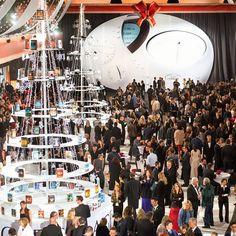 BRINGER FRED, BYGGER SIVILISASJON: SCIENTOLOGIKIRKEN TAR AVSKJED MED 2016, ET ÅR MED UHEMMET VEKST OG RESULTATER  31. DESEMBER 2016    Nyttårsfeiring markerer en bølge av nye kirker og viser tolv måneder med prestasjoner på alle religionens områder.    Idet tusenvis av scientologer og deres gjester samlet seg i Shrine Auditorium i Los Angeles for Scientologis live nyttårsfeiring, var salen fylt til bristepunktet og yret av spenning og forventning. Bak dem – ennå et rekordstort år som…