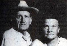 """Ray and Faye Copeland, USA, serial killers """"the family bones"""", 05 / 12 victims, born in 1914 and died in 1993 and criminal penalty : life emprisonment in 1989 Famous Serial Killers, Old Couples, Evil People, Criminology, The Victim, Criminal Minds, True Crime, True Stories, Ghost Stories"""