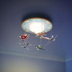 Ce mobile lumineux Philips/Disney Planes permettra à votre petit garçon de revivre toute la magie du film sur le plafond de sa chambre! Ce plafonnier Planes est équipé de petits avions en 2D suspendus à sa base. Avec ses personnages préférés voletant autour d'une chaude lumière LED blanche, il accompagnera idéalement votre enfant à l'heure du coucher.