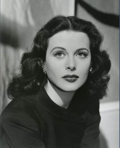 Hedy Lamarr, a beauty and so intelligent. Old Hollywood Glamour, Golden Age Of Hollywood, Vintage Glamour, Vintage Hollywood, Vintage Beauty, Classic Hollywood, Old Hollywood Actresses, Old Hollywood Makeup, Vintage Films