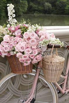 Sommer, rosa Blumen & ein rosa Fahrrad - was für eine schöne Kombination. The Effective Pictures We Offer You About decor baskets fillers A quality picture can tell you many things. You can find the m Pretty In Pink, Pink Flowers, Beautiful Flowers, Romantic Flowers, Beautiful Soul, Flower Pictures Roses, Beautiful Artwork, Vintage Flowers, Vintage Pink
