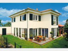 Hausansicht Kundenhaus Familie Böhm Massivhaus mediterran mit Walmdach und Erker. Freundlich, hell, mit höchstem Wohnkomfort - was wünscht man sich mehr?