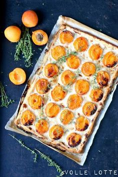 Aprikose-Thymian-Tarte mit einem Hauch Vanille Volle Lotte: apricot-thyme tart with a hint of vanill Vegan Breakfast Recipes, Healthy Dessert Recipes, Baking Recipes, Snack Recipes, Summer Desserts, Summer Recipes, Delicious Fruit, Yummy Food, Patisserie Cake