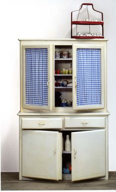 """Marcel Broodthaers Armoire de cuisine, 1966-1968 Courtesy Micheal Werner Gallery, New York © Broodthaers Estate, licensed by SIAE 2015 Installation view, Marcel Broodthaers, 26 janvier – 30 mars 2008, Milton Keynes Gallery. Ph : Andy Keate """"Slip of the Tongue"""" at Punta della Dogana, Venice (2015)"""