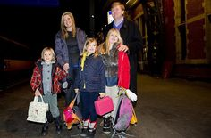 16 February 2013--  PRİNCESS MAXİMA AND HER FAMİLY ON TRAİN FOR HOLİDAY---  Princess Máxima,  Prince Willem-Alexander and their daughters departed from Amsterdam train station to their winter holidays
