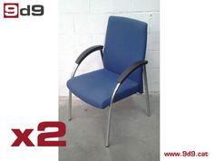 Conjunto de 2 sillas de oficina de segunda mano, fabricadas en estructura metálica cromada, con brazos, tapizadas en tela color azul.  PVP: 95€. El precio es por las DOS sillas.