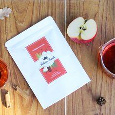 Cet automne, infusez de la gourmandise dans votre tasse ! Notre rooibos Pomme Paradis est un délicieux mélange de rooibos, pomme et cannelle, pour un plaisir matinal bio et sans caféine.