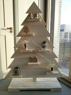 """Sfeervolle kerstboom van steigerhout large model """"Plank""""  Voor meer informatie kijkt u dan op: www.yambee.nl Of stuurt u ons een mail met uw vraag naar: info@yambee.nl"""