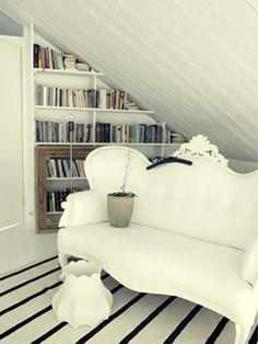 Boekenplanken schuine muur