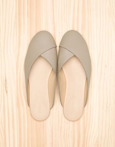 (No-they are called slippers) Shoe Boots, Shoes Sandals, Rain Boots, Heels, Fashion Shoes, Fashion Accessories, Shoe Display, Pretty Shoes, Shoe Closet