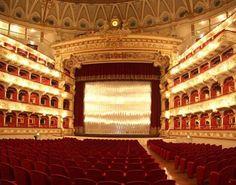 Il Teatro Petruzzelli è il massimo contenitore culturale della città di Bari e il quarto teatro italiano per dimensioni. Ubicato nel pieno centro della città, si affaccia su Corso Cavour; sulla sua parete a sud finisce via De Giosa, alle spalle il Palazzo dell'Acquedotto Pugliese.