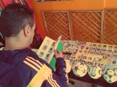 Cristian, apasionado coleccionista colombiano presente en nuestra exhibición / #sports #soccer #fútbol #colección #soccerfan #Bogota #SeleccionColombia