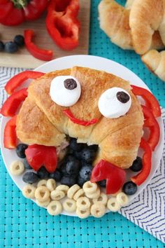 Cute Sandwich Idea for the Summer - FamilyFreshMeals.com - That's where you will find this cute sandwich idea I created for the guide!  Head...