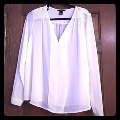Gorgeous white top Gorgeous white top with some white marks not very noticeable when worn! Tops