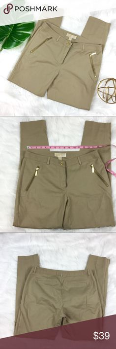 """Michael Michael Kors Skinny Khakis Michael Michael Kors Skinny Leg Khakis. Size 6 with 28' inseam and 9' rise. Please note these are 28' inseam so depending on your height they can be classified as """"ankle length"""". Pre-owned condition with no major flaws.   ❌I do not Trade 🙅🏻 Or model💲 Posh Transactions ONLY MICHAEL Michael Kors Pants Skinny"""