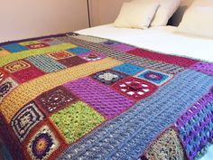 Plaid gehaakt met felted tweed van Rowan. Ontwerp door Lisa Richardson. Lisa Richardson, Crochet Bedspread, Rowan, Bed Spreads, Tweed, Plaid, Quilts, Blanket, Gingham