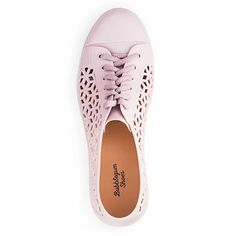 Meet your new shoe BFF. These cute jelly sneakers brighten up any outfit and are made mainly of plastic and silicone for comfort. Women's Jelly Shoes, Cat Shoes, Colorful Shoes, Comfortable Shoes, Keds, Jeggings, Me Too Shoes, Casual Shoes, Girlfriends