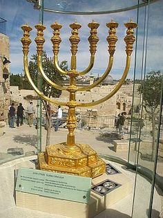 Temple Institute menorah built 2 Torah specs ready 4 the 3rd & final Beit Hamikdash.