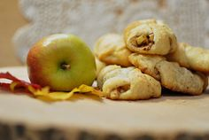Mini Apple Pie Bites perfect grab and go snack | AllSheCooks.com| #snacks #fallrecipes