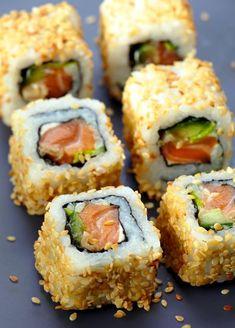 Uramaki di salmone e wakame