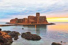 | Alba  sulla fortezza Aragonese di Le Castella |Isola di Capo Rizzuto | Area Marina Protetta |  #Voucher attivo: risparmi 50 €: http://www.volamondo.it/offerte/compra?id=148