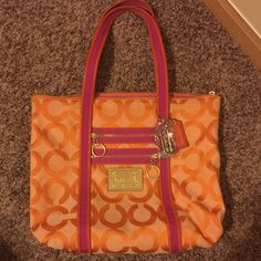 Cute coach poppy hand bag  Cute coach poppy handbag.. Very spacious.. Small ink spot on the inside of the bag ..  Coach Bags