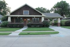 Craftsman Houses by Judy Alter 2019 Bungalow Arts Crafts Craftsman Mission Exterior Porte-Cochere The post Craftsman Houses by Judy Alter 2019 appeared first on House ideas. Bungalow Exterior, Craftsman Exterior, Bungalow Homes, Bungalow House Plans, Craftsman Bungalows, Craftsman Home Decor, Craftsman Style Homes, Craftsman House Plans, Modern Craftsman