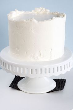 step by step frosting  a cake