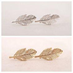 Leaf Earrings/ Minimalist Jewelry par SomeLikeItCharmed sur Etsy