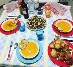 Just three friends! Homemade dinner!  @vininorden #velvety #ginger #carrots #croutons #mushrooms #ham #wine #friendship #dinner #fb #tw #pin #fløjlsagtig #ingefær #gulerødder #champignon skinke #vin #venskab #middag #rødvin #godvin #italianwine #winegeek #wine #winelovers #winestagram #winelife #winered