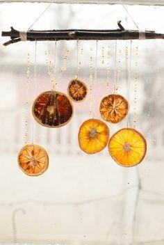 Weihnachtsschmuck basteln orangenschalen girlanden fensterdeko