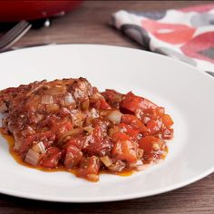 Chicken Cacciatore, an easy Italian classic, a delicious one pot family healthy chicken recipe. Perfect alone or served over rice or pasta. Italian Chicken Recipes, Chicken Skillet Recipes, Chicken Recipes Video, Healthy Chicken Recipes, Easy Healthy Recipes, Pizza Recipes, Chicken Cacciatore Easy, Cacciatore Recipes, Ground Beef Recipes