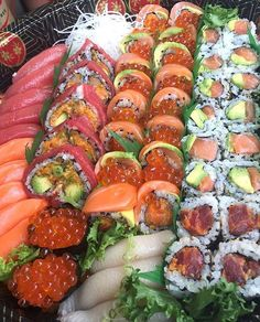 °I LOVE SUSHI° Sushi Love, Sushi Sushi, Japanese Food Sushi, Asian Recipes, Healthy Recipes, Sushi Platter, Food Platters, Food Goals, Aesthetic Food