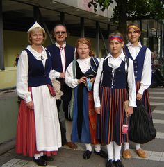 Folk Costumes from Finland Thinking Day, Folk Costume, My Heritage, People Of The World, Traditional Dresses, Scandinavian, Culture, Beautiful, How To Wear