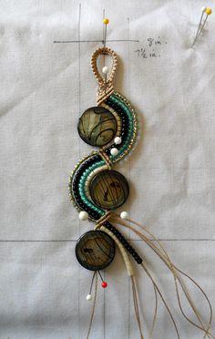 Grandma Coco's Designs: WIP #34 - Just doin' it  *fazer grande com bolachas de madeira na parte redonda, macramê de corda e ganchos para chapéu na bolacha de madeira.