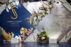 Wedding Backdrop Design, Wedding Stage Decorations, Backdrop Decorations, Wedding Photo Walls, Wedding Planer, Indoor Wedding Ceremonies, Photo Booth Backdrop, Wedding Background, Flower Backdrop